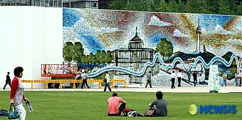 Photo Mosaic Art Fence for City Hall of Seoul.