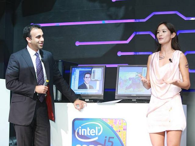 Taiwan TV Star Janet Hsieh and Intel Vice President Navin Shenoy talk about photo mosaic.